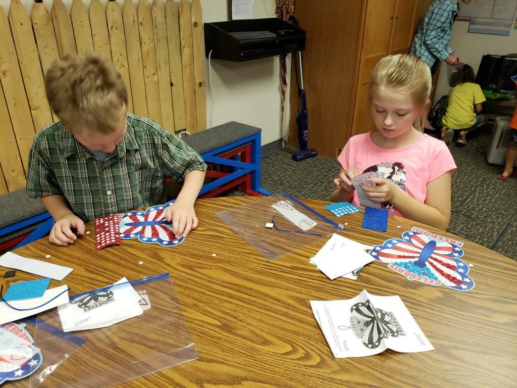 kids-crafts-at-faith